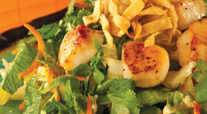 Asian Style Sesame Salad with Scallops
