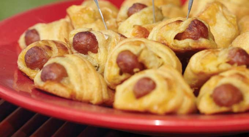 Green Chili Cheesy Pigs in a Blanket